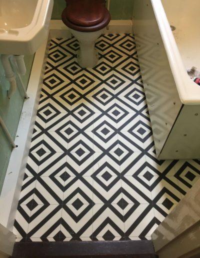 Geometric vinyl floor covering